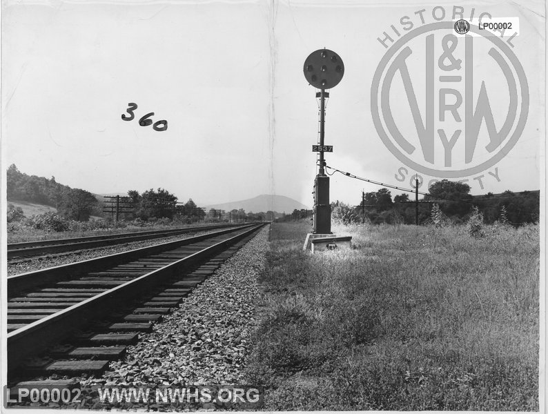 N&W postion light signal. Shows 2537 mile post, placing it near Boaz/Berley's Bottom area east of Vinton. View looking west toward Roanoke Mountain