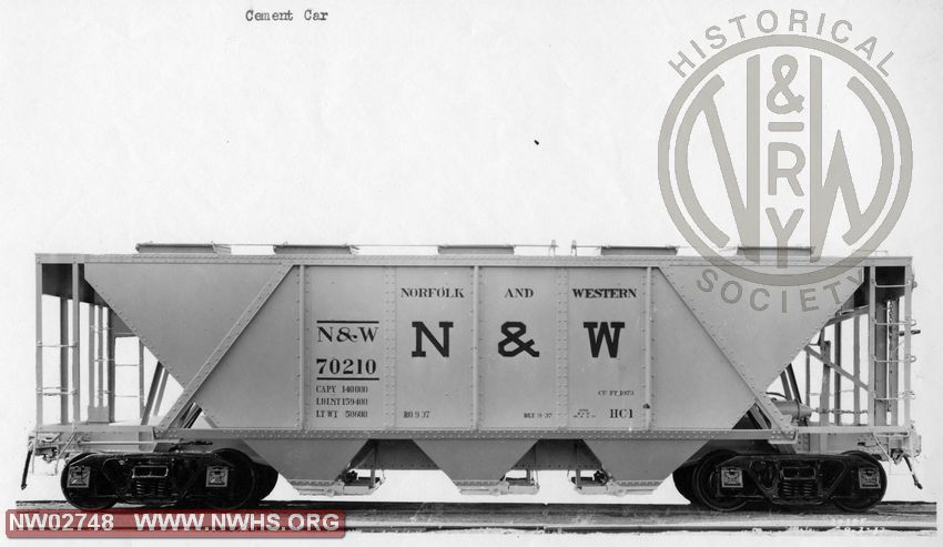 Class HC-1 Covered Hopper #70210, Side View , B&W
